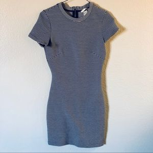 🚚 H&M Form Fitting Casual Shift Dress